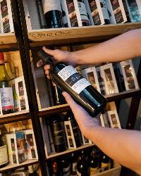 ワインセラーでは各銘柄を手にとって選ぶことができます♪