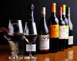 シェフ厳選のお料理に合うワインを豊富に取り揃えております