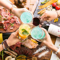 充実の飲み放題も大好評。ワインは 赤・白6種類ずつをご用意!