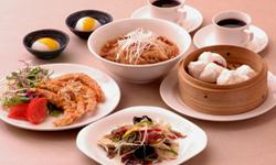 ランチは多彩な定食料理を ご用意しております。