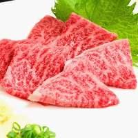 新鮮な神戸牛を炙りカットしました。 神戸牛炙りトロ刺し