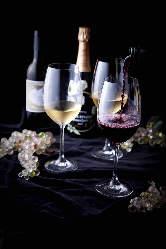 お料理に合うワイン多数ご用意。