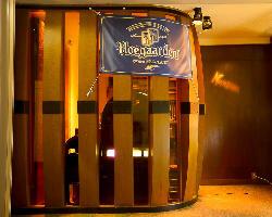 東急ハンズを西に少し!お酒の樽のような外観が目印です