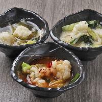 スープは「金なべ」「赤なべ」「白なべ」の3種類から選べます