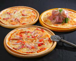 メイン料理のピザ・パスタ・ドリアから選んでいただけます。
