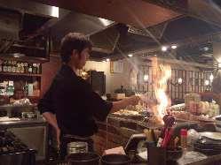 鰹のわら焼き!炎が上がる本格藁焼きです。