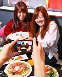 〈女子会に人気〉 フォトジェニックな料理と空間で大盛り上がり