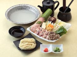 徳島県産阿波尾鶏を使ったお鍋のセット。ぜひご賞味ください。