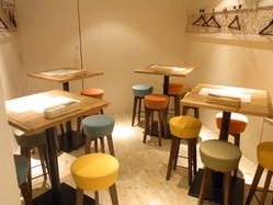 ポップな可愛らしい個室空間♪ お席の配置自由です!