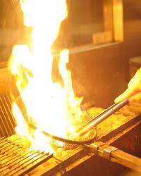 炙りの調理風景です。
