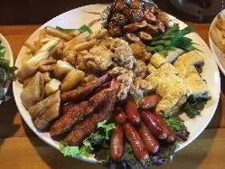 焼鳥、揚げ物、炒め物など豊富なメニューをご堪能いただけます。