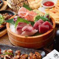 《旬の鮮魚》 お造り盛り合わせで、みずみずしさをご堪能あれ