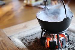 囲炉裏で楽しむ四季折々の鍋料理。一品料理もございます!