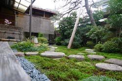 日本庭園で四季の変化を 感じながらお食事を。