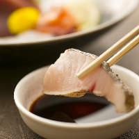 〈鮮魚お造り〉 新鮮だからこそ味わえる、魚介本来の旨み