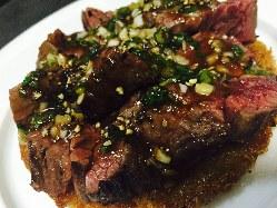 牛ハラミのステーキ じゃがいもとカダイフのガレット添え