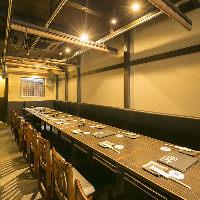 1階のテーブル席は少人数から大人数まで幅広く対応!