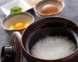 〈たまごかけごはん〉 土鍋ご飯でのたまごかけも絶品です!