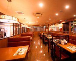 広々した店内は各種宴会に最適な空間です。 大阪駅すぐ!