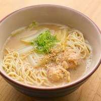 【鶏ガラスープ】 2日間かけて作り上げたスープはラーメンにも