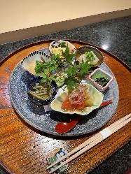 職人が旬の食材・希少な食材を使って調理いたします。