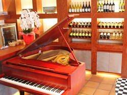 珍しいグランドピアノがオシャレな1階 演奏も可能です
