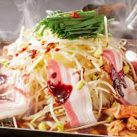 プリプリホルモンが満載◎韓国風鉄板鍋も人気メニューのひとつ