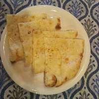 <チーズ ナン> とろけるチーズ入りの甘いパン!