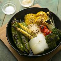 野菜の旨みと薪の香りがあわさったグリルをご賞味ください。
