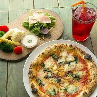 ランチのピザも豊富にご用意。セットでお召し上がりください。