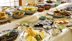 ランチは料理旅館の味わいをリーズナブルにビュッフェスタイル。