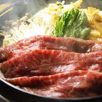 大人が集う飲み会には厳選牛のすき焼きと食べ放題のコースが人気