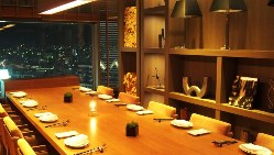 個室・半個室も完備。大きな窓からは神戸の絶景が見渡せます。