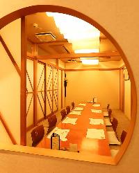 個室はテーブル座敷と掘り炬燵 20名様までご利用いただけます