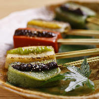 日替わりでおすすめの日本酒をお楽しみいただけます。小鉢付き