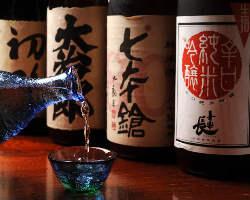 季節に応じた店主こだわりの日本酒が揃います。