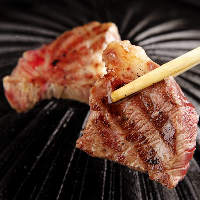 新鮮な馬肉をサッと炙ってレアでお召し上がりいただく極上の焼肉