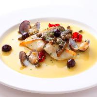魚とソースの美味しいハーモニー♪鮮魚のアクアパッツァ風