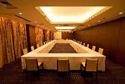 旬の食材を使用した会席料理や大皿料理をお楽しみ頂けます。