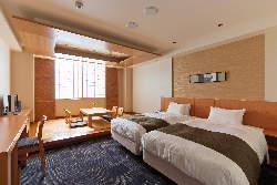 ホテルが併設! ゆったり個室でのお泊りも可能。