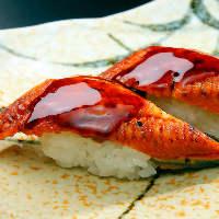 関東風に柔らかく焼きあげた鰻はふっくら柔らか