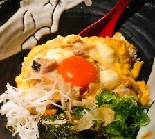 玉子たっぷりのプレミアム親子丼!炭で炙った新鮮な鶏と卵で〆