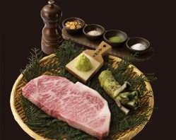 吟味屋自慢のお肉でちょっぴり贅沢な時間をお過ごしください。