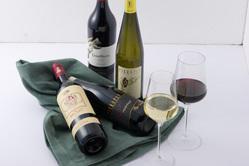 当店専属のソムリエが選び抜いたワインの数々