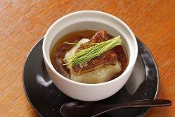 「カブラとフォアグラの鼈甲餡掛け」高級食材を使用した料理も◎