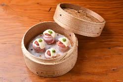 当店でしか味わえないエビ麻婆豆腐。