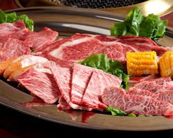 お肉は自家製ダレで味付けして お出ししております。