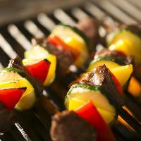 【シェフのBBQ料理】 旨みを逃さず焼き上げるグリル料理が名物