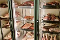 希少な熟成庫を完備。 お肉の旨みを最大限を引き出します。