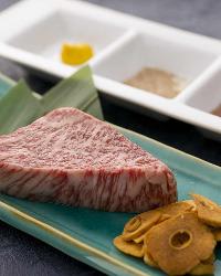 【黒毛和牛】 お肉料理は佐賀牛など黒毛和牛を使用します